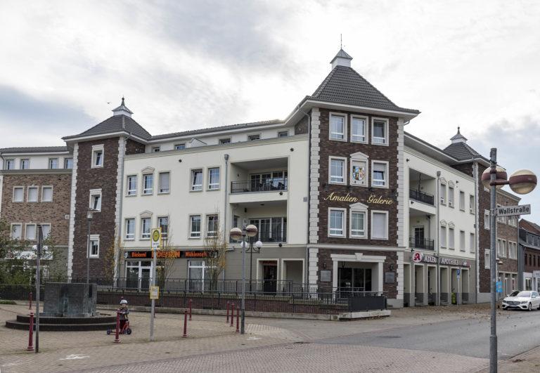 Wohn- und Geschäftshaus  Alpen